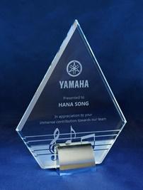 1204_glass-trophy.jpg