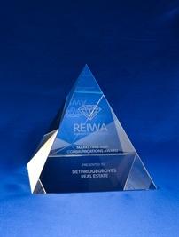 bcd0037-100_crystal-pyramid-award_bravo-crys-1.jpg