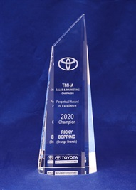 bct0125_crystal-trophy.jpg