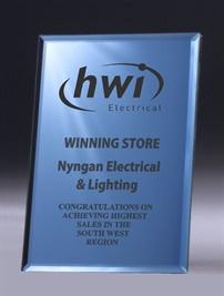 de3_glass-trophy.jpg