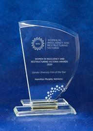 oe042_optical-crystal-award.jpg
