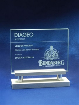 cg932_glass-trophy-bundaberg.jpg