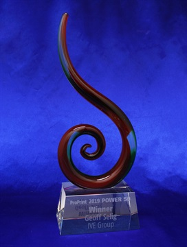 jip0049e_spiral-glass-sculpture-on-crystal-base.jpg